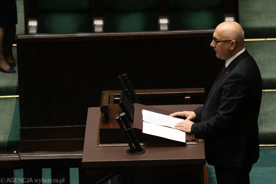 Minister spraw wewnętrznych Joachim Brudziński podczas informacji rządu na temat ugrupowań nazistowskich w Polsce.