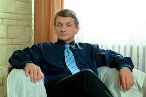 Dariusz Kowalski, czyli serialowy Janusz Tracz na planie 'Plebanii'