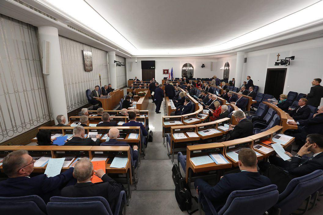 Senat W Nocy Przyjął Ustawy O KRS I Sądach Powszechnych. Teraz Czas Na  Podpis Prezydenta ...