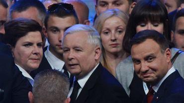 Duda, Kaczyński, Szydło i godność