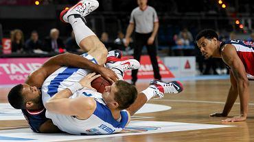 Koszykarze MKS-u podczas zwycięskiego meczu ze Śląskiem Wrocław. Z prawej Myles McKay