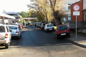 Studenci wol� samoch�d, parkingi na UMK przepe�nione