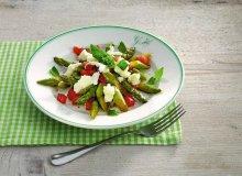 Sa�ata z zielonych szparag�w z mozzarell� - ugotuj
