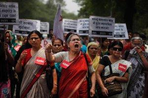 Hinduski czekaj� na toaletow� rewolucj�. Bo brak �azienek sprzyja gwa�cicielom