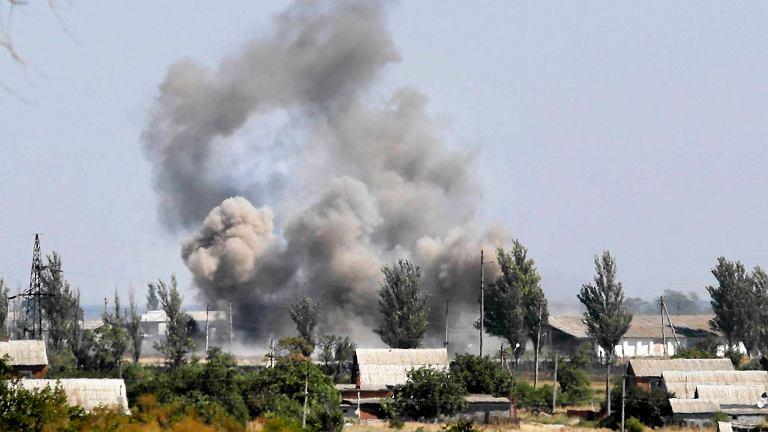 Dym nad ostrzelanym Nowoazowskiem