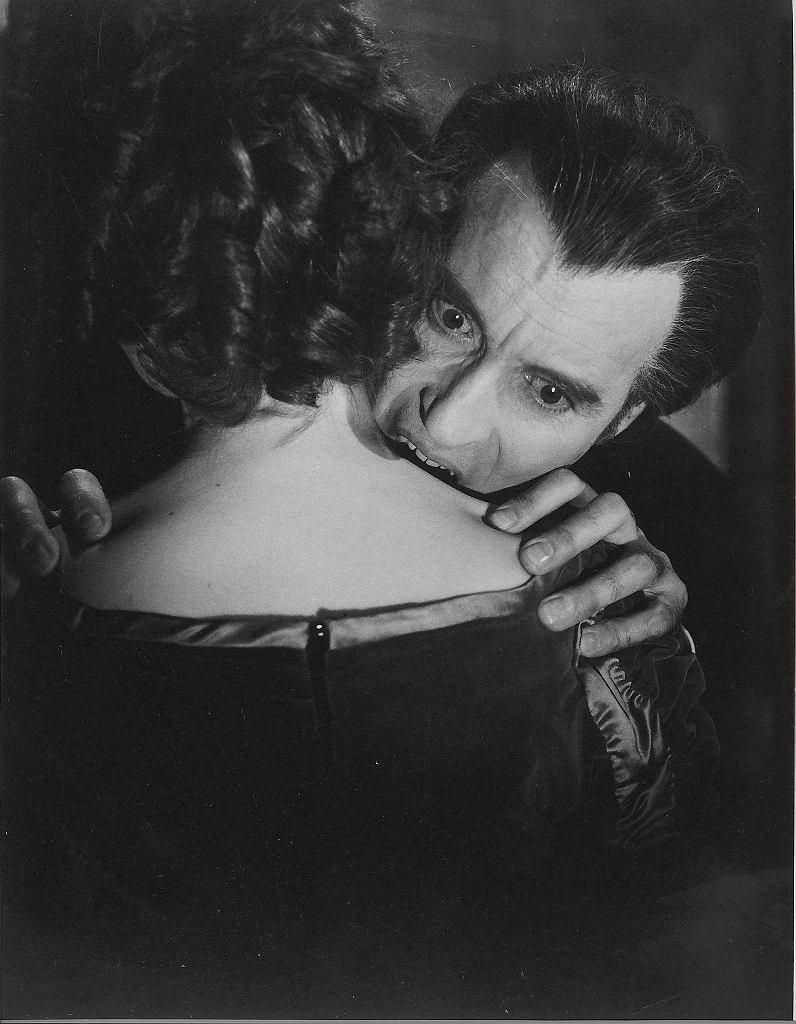 Christopher Lee jako hrabia Dracula w brytyjskim  filmie 'Skosztuj krwi Draculi' z 1970 r.  / EAST NEWS