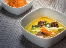 Bulion rybny z kawałkami karasia i lina, chrustem marchwiowo-pietruszkowym i chlorofilem - ugotuj