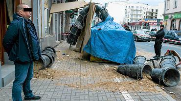 Gruz przysypał kobietę na ul. Garbary 67.