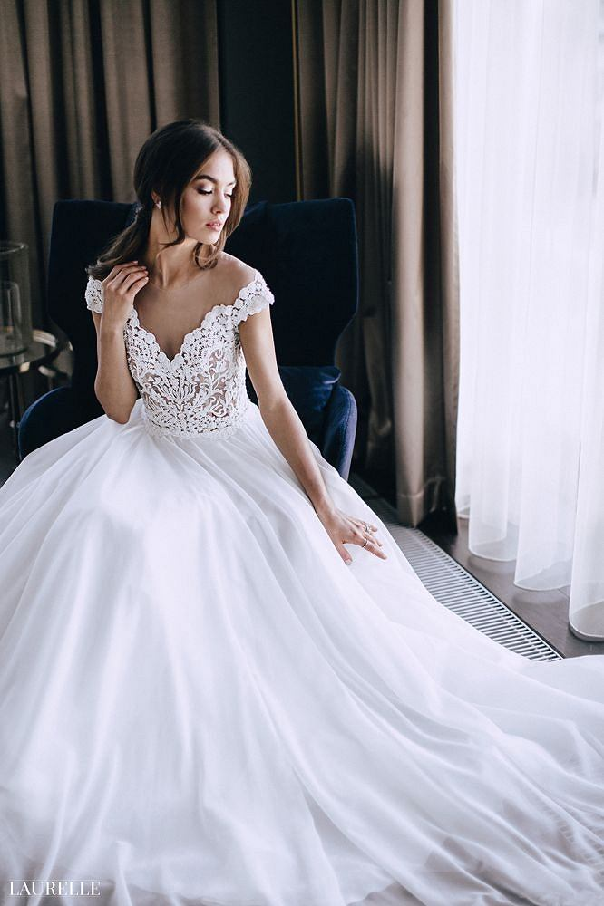 af769e56fe Nowa kolekcja Laurelle na sezon 2017 2018 - suknia Gloria