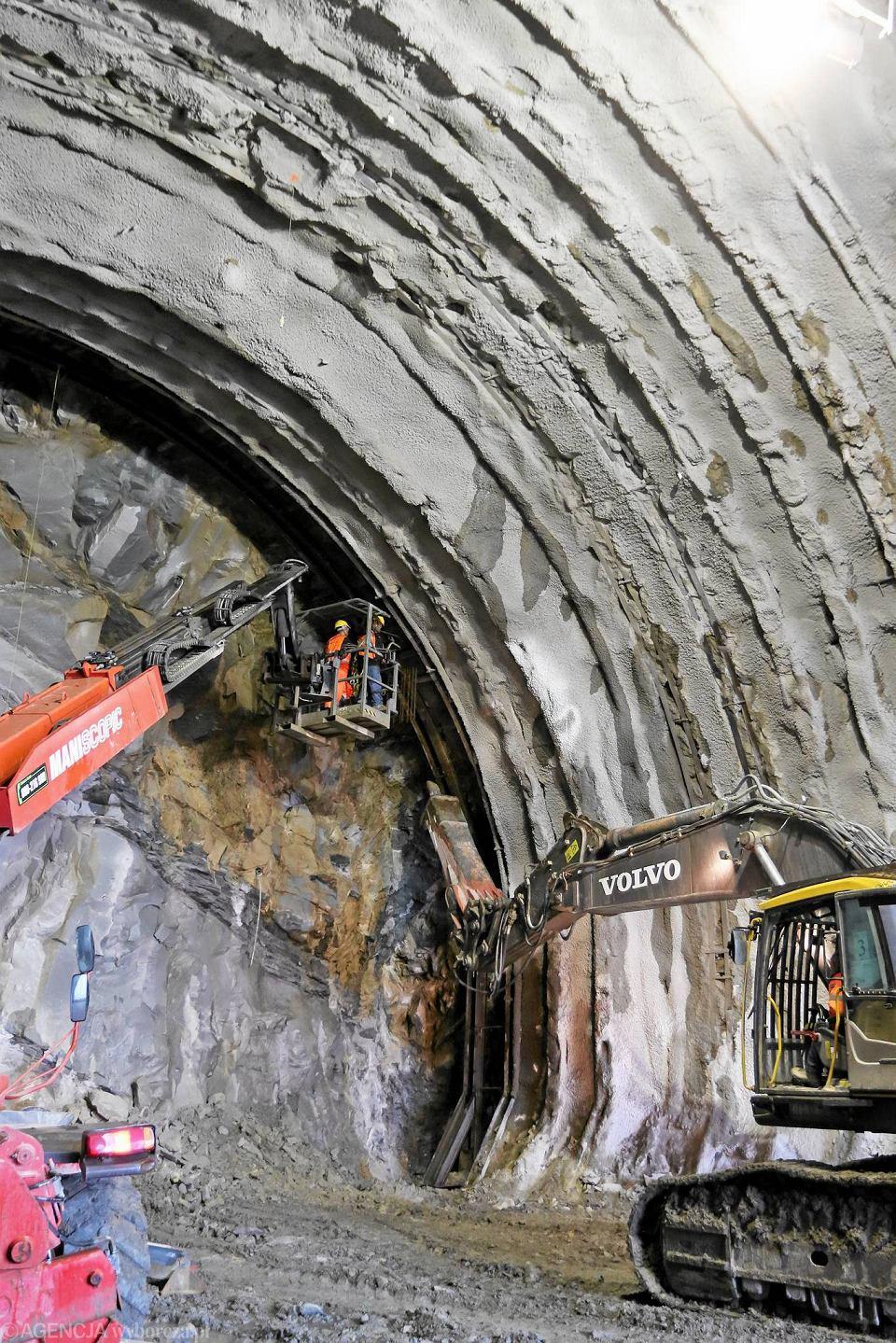 Zdjęcie numer 2 w galerii - Włosi drążą na nowej zakopiance. Tunel ma już sto metrów [ZDJĘCIA i WIDEO]