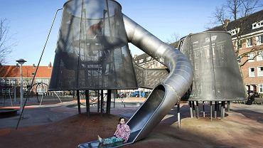Amsterdam. Dzieci z placu Kolumba pochodzące z imigranckich rodzin zjednoczył sos do frytek