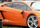Pomarańczowe lamborghini gallardo po kolizji z samochodem Zakładu Remontów i Konserwacji Dróg