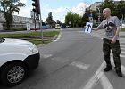 Po stolicy je�dzi autostopem. Policja chce go ukara� mandatem