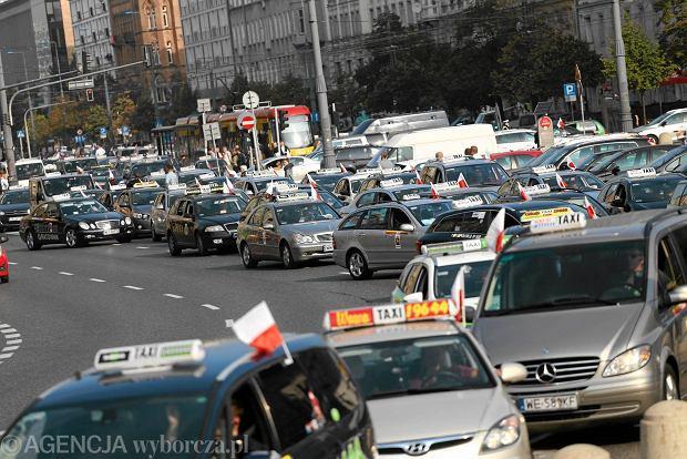 Gwiaździsty protest taksówkarzy sparaliżował centrum Warszawy. Były mandaty - 12