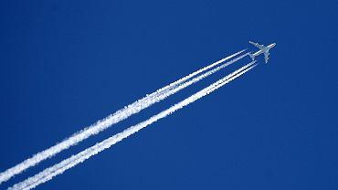 Dzisiejsze samoloty latają niżej - w górnych warstwach troposfery. Ale lotów jest tak dużo, że lotnicze emisje tlenków azotu - które są też zresztą silnymi gazami cieplarnianymi - dają się zauważyć