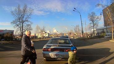 Przechodziła w niedozwolonym miejscu, auto potrąciło jej dziecko