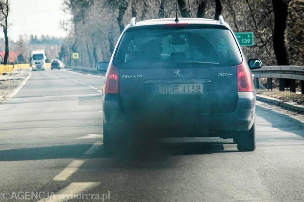 Francuski rząd da pieniądze na zakup dobrych aut używanych. Czy złom trafi do Polski?