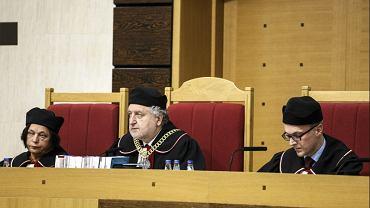 Jest wniosek Sejmu o wy��czenie z orzekania trzech s�dzi�w. W tym prezesa i wiceprezesa TK