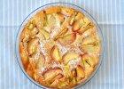 Z�ociste menu dnia z nektarynkowym ciastem