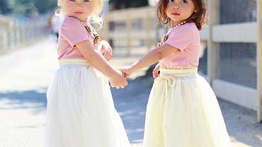 Matki dziewczynek są przyjaciółkami od ponad 10 lat.