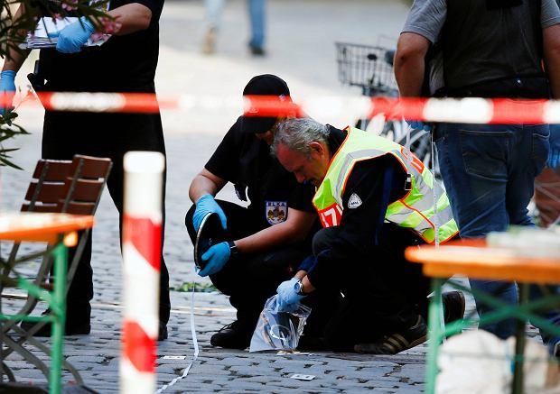 Ansbach. Zamach w Niemczech. Szef MSW Bawarii: Zamachowiec z�o�y� przysi�g� Pa�stwu Islamskiemu