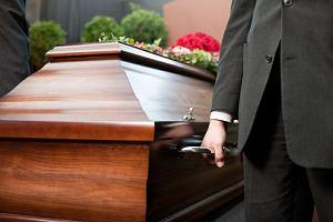 Pomoc finansowa po śmierci bliskiej osoby. Komu się należy? [INFORMATOR]