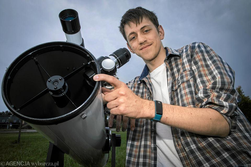 Sławomir Matz, miłośnik astronomii, jeden ze współtwórców projektu edukacyjnego 'Gwiazdy w dłoniach' będzie obserwował zaćmienie Księżyca