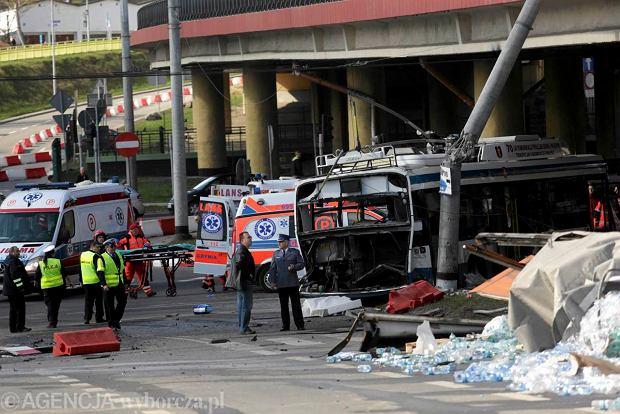 Wypadek ci�ar�wki i trolejbusu w Gdyni