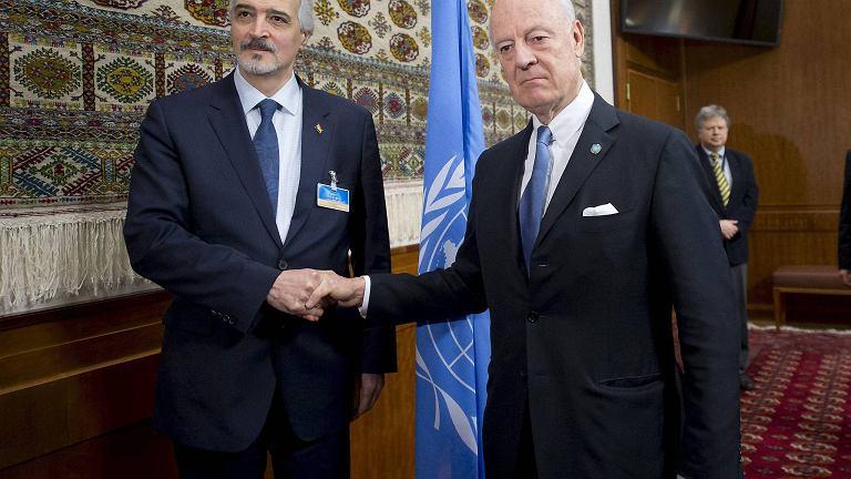 Specjalny wysłannik ONZ do Syrii Staffan de Mistura z ambasadorem Syrii przy ONZ Baszarem al Jaafari
