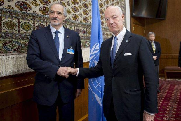 Specjalny wys�annik ONZ do Syrii Staffan de Mistura z ambasadorem Syrii przy ONZ Baszarem al Jaafari