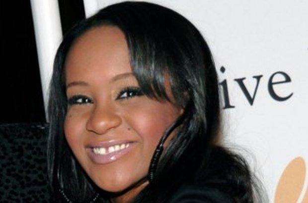 Córka Whitney Houston zmarła w niedzielę 26 lipca, po tym jak sześć miesięcy temu znaleziono ją nieprzytomną w wannie. Ktoś właśnie sprzedał amerykańskiemu tabloidowi zdjęcie dziewczyny zrobione na kilka godzin przed jej śmiercią.