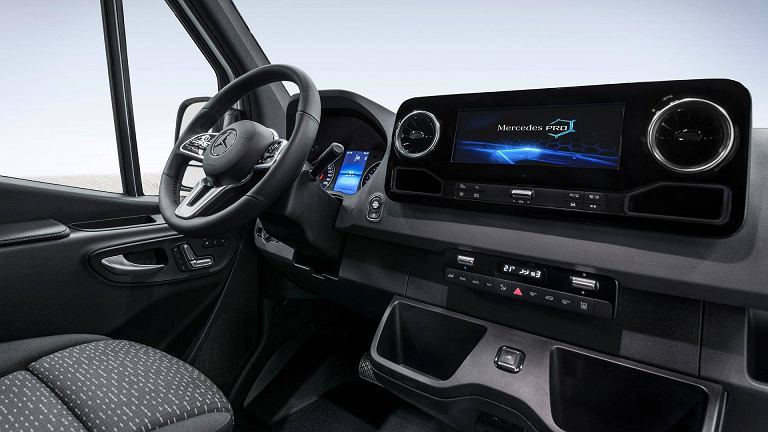 Nowy mercedes sprinter wn trze zapowied informacje for Peugeot 907 interieur