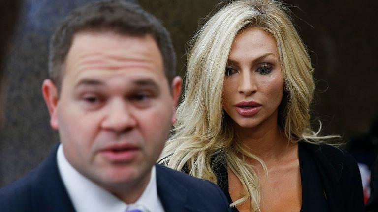Lindy Lou Layman ze swoim prawnikiem