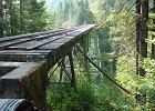 Spaceruj� po nim z nara�eniem �ycia. Stary i zniszczony most kolejowy sta� si� turystycznym hitem