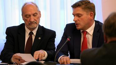 Szef MON Antoni Macierewicz i wiceminister Bartosz Kownacki (fot. Sławomir Kamiński/AG)