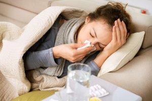 Sezon na gryp� i przezi�bienie. Co je��, �eby nie zachorowa�? (Dzie� Dobry TVN/x-news)
