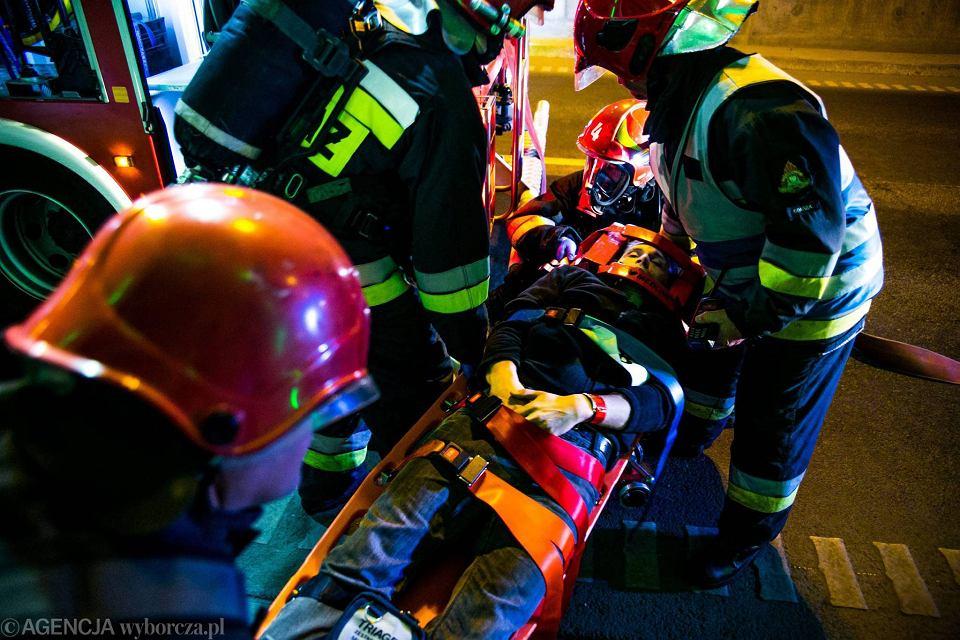 Zdjęcie numer 22 w galerii - Symulacja karambolu z kilkudziesięcioma rannymi. Duże ćwiczenia w tunelu pod Martwą Wisłą [ZDJĘCIA]