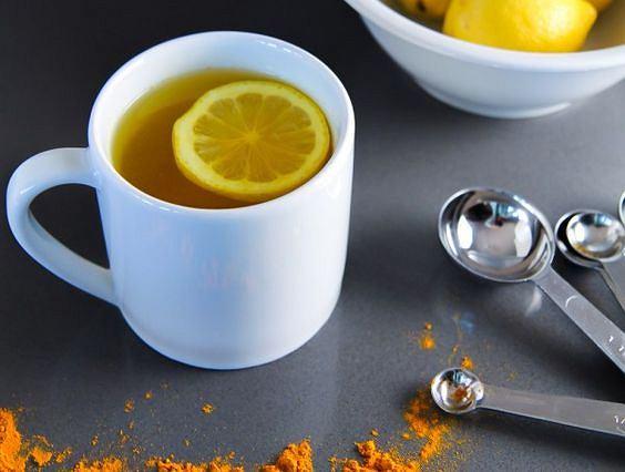 5 napojów, których picie wieczorem pomoże spalić tłuszcz z brzucha