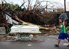 Polacy pomagają Filipinom: PAH odbudowuje domy, Caritas śle pieniądze