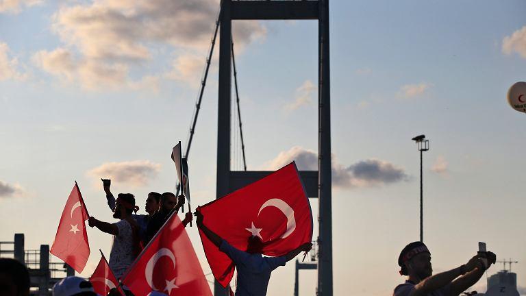 'Zdrajcy będą mieli odcięte głowy' - zapewniał swoich zwolleników Erdogan
