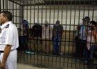 W Egipcie s� wi�zieni za rozpust�, w Maroku - zamykani z mordercami i gwa�cicielami. W �wiecie arabskim nie�atwo by� gejem