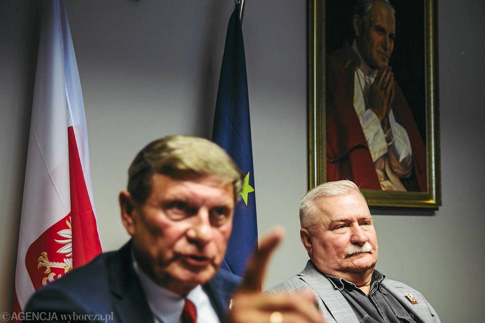 Leszek Balcerowicz i Lech Wałęsa na wspólnej konferencji, w biurze Lecha Wałęsy w Europejskim Centrum Solidarności w Gdańsku