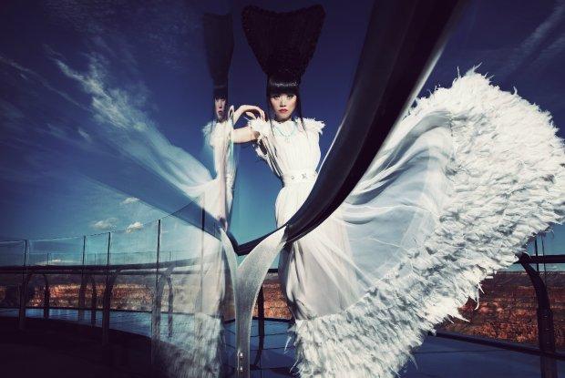Zorganizowa�a pokazy mody na Wie�y Eiffla i w Wielkim Kanionie. Dla tej modelki ca�y �wiat jest wybiegiem [FENOMENALNE ZDJ�CIA]