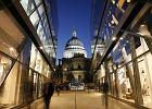Katedra �w. Paw�a - Anglia Londyn. Jedna z g��wnych �wi�ty� anglika�skich w Londynie i jeden z najbardziej charakterystycznych zabytk�w w stolicy Anglii. Jest miejscem pogrzeb�w i �lub�w s�ynnych os�b - odbywa�y si� tutaj takie wydarzenia, jak pogrzeby admira�a Nelsona i Winstona Churchilla oraz �lub ksi�cia Karola i ksi�nej Diany.