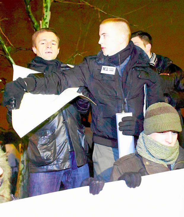 Leszek Ja�d�ewski w pojedynk� wyst�pi� przeciw nacjonalistom na ich demonstracji. Zosta� pobity i opluty [ROZMOWA]