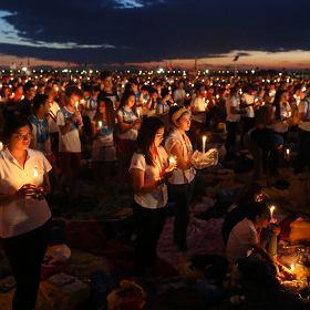 Milion wiernych na czuwaniu, pe�en entuzjazmu Franciszek i pi�kny zach�d s�o�ca