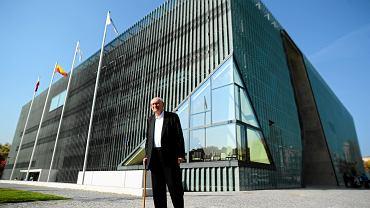 Profesor Władysław Bartoszewski przekazuje pamiątki wojenne dla Muzeum Historii Żydow Polskich, 09.10.2013 Warszawa