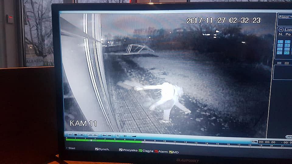 Atak Na Meczet Photo: Atak Na Meczet W Warszawie. Policja Szuka Sprawców. Mogło