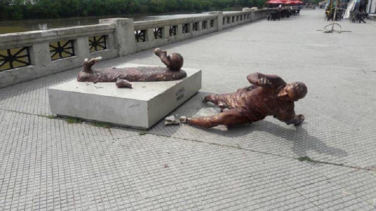 Zniszczony pomnik Leo Messiego w Buenos Aires