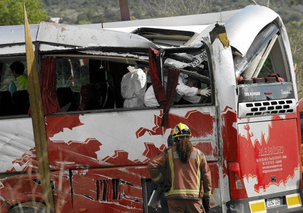 W wypadku autokaru w Katalonii zgin�o 13 os�b